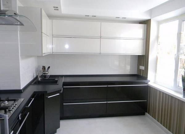 Черно-белая кухня: как создать стильный интерьер в черно-белых тонах + 27 фото