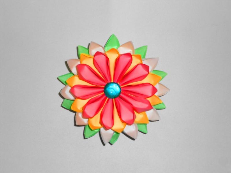 Цветок из бумаги. Оригами поделки из модулей. в фото