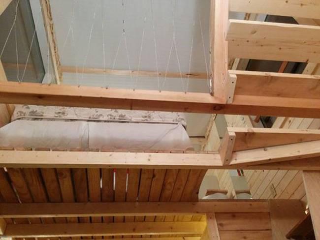Домик на дереве с лестницей: один из вариантов экономичного жилья