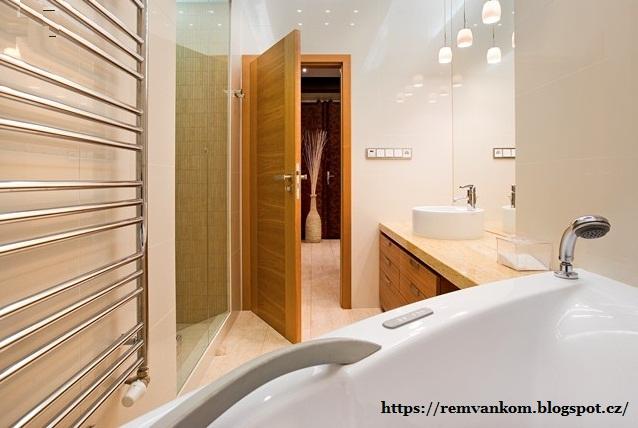 Из неуютной ванной комнаты царство с ванной и душевой кабиной