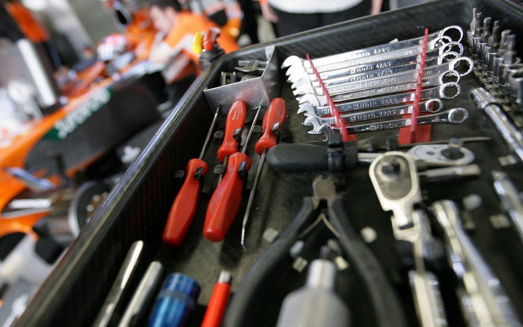 Какой инструмент самый важный в бытовых делах?