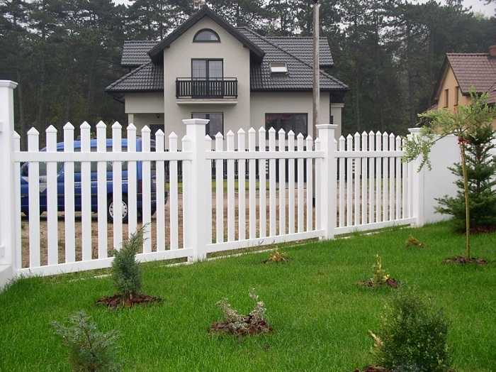 Красивые заборы для частного дома – фото с советами по обустройству