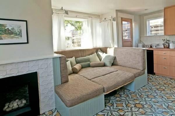 Кухонный уголок со спальным местом: примеры на фото