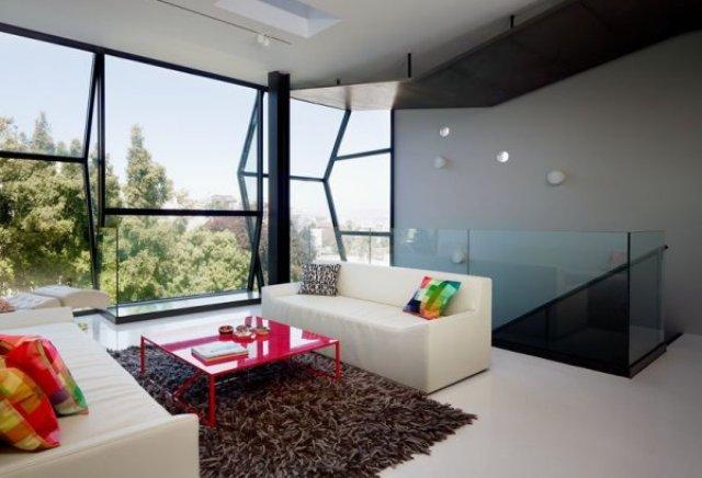Ломаные окна - изюминка фасада