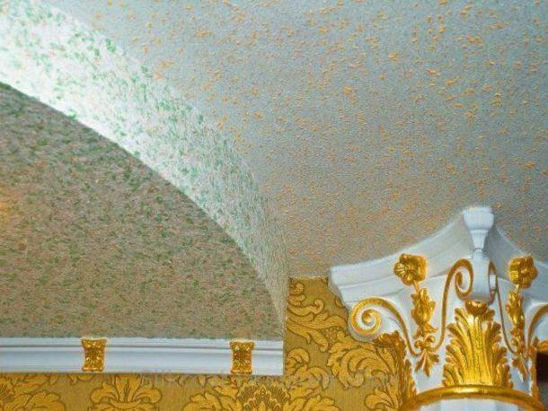 Можно ли клеить жидкие обои на потолок: инструкция