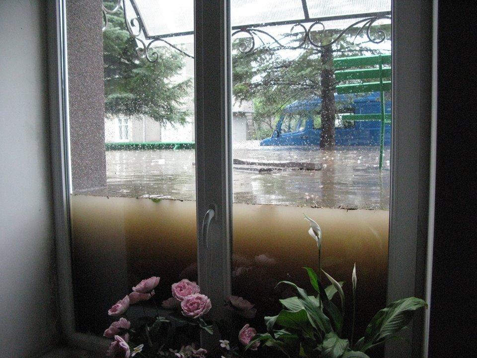 Пластиковое окно, устойчивое к потопам