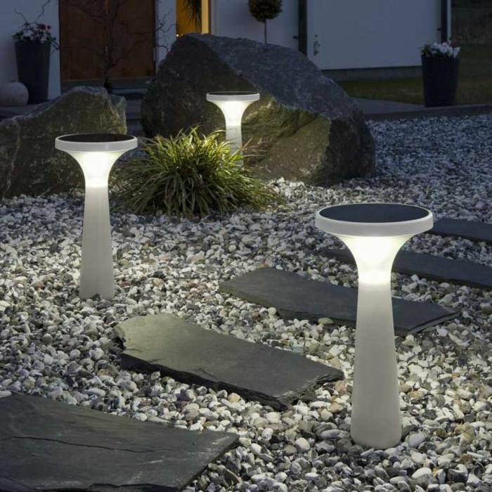 Садовые фонарики на солнечных батареях (фото)