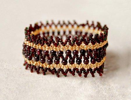 Схема плетения из бисера браслета  «Garnet Crown» в фото