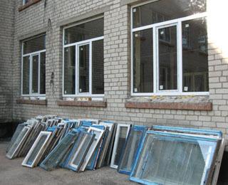 В 224 школах и детсадах Волгограда заменят окна