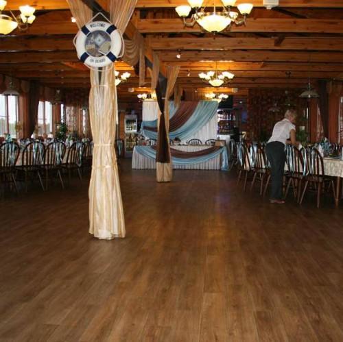 Деревянный интерьер для ресторана