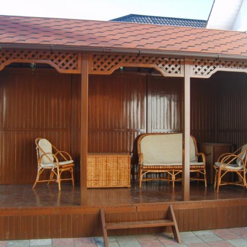 Какой краской лучше покрасить снаружи деревянную баню из оцилиндрованного бревна?