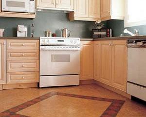Кухни, изготовленные по заказу и напольное покрытие