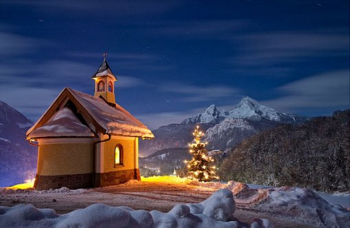 Зимовий дім вночі