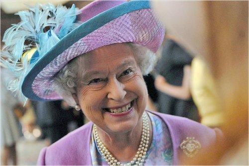 Королева Великобритании и Северной Ирландии - Елизавета II