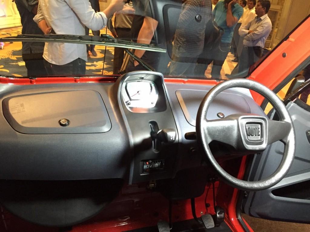 Інтер'єр машини Bajaj Qute
