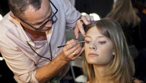 Як чистити кисті для макіяжу