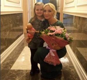 Крістіна Орбакайте з'явилася на публіці з донечкою, яка вже дуже підросла