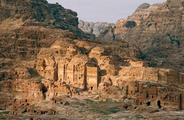Чудесные творения древних зодчих находятся в городе Петра