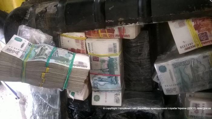 """Контрабанда 500 000000 рублей в бензобаке ГАЗ """"Волга"""""""