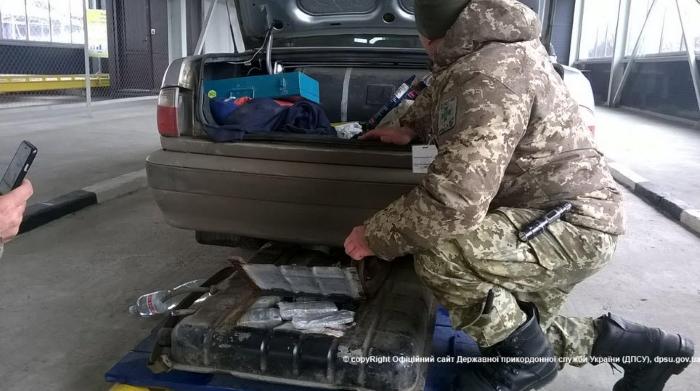 """500 000000 рублей в бензобаке ГАЗ """"Волга"""""""