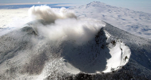Антарктический вулкан Эребус: лёд и пламя