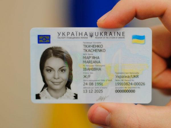 В Украине узаконены пластиковые ID-карты взамен паспорта