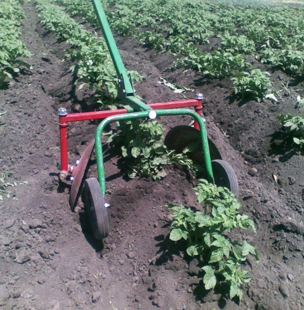 Инструмент для быстрой посадки картофеля