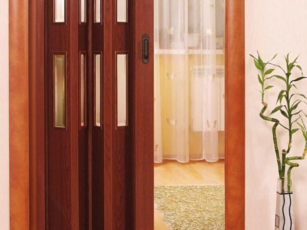 Плюсы дверей-гармошки