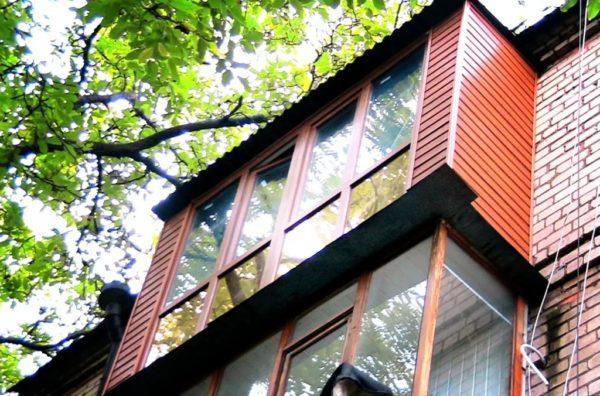 Облицовка балкона – сайдинг или гипсокартон