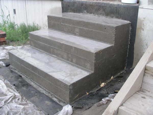 Плюсы бетонного крыльца