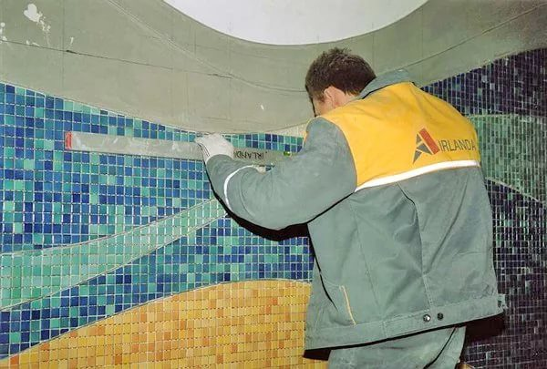 Как наносить затирку для мозаики