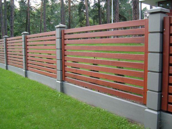 Украшаем деревянный забор