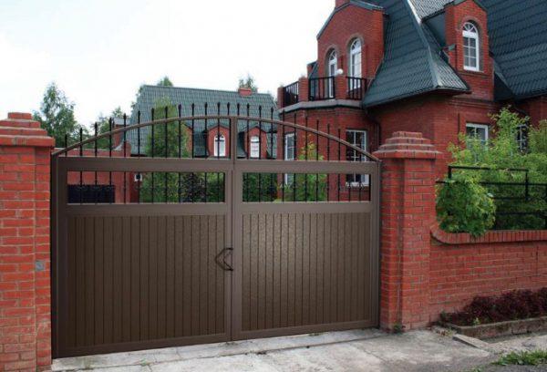 Распашные ворота для жилых домов