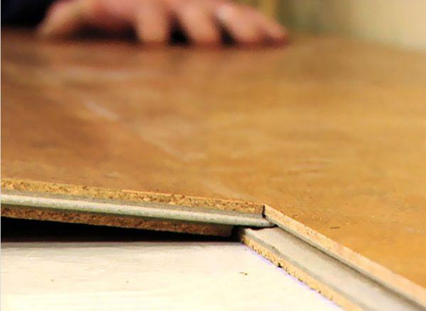 Укладка плит пробкового пола