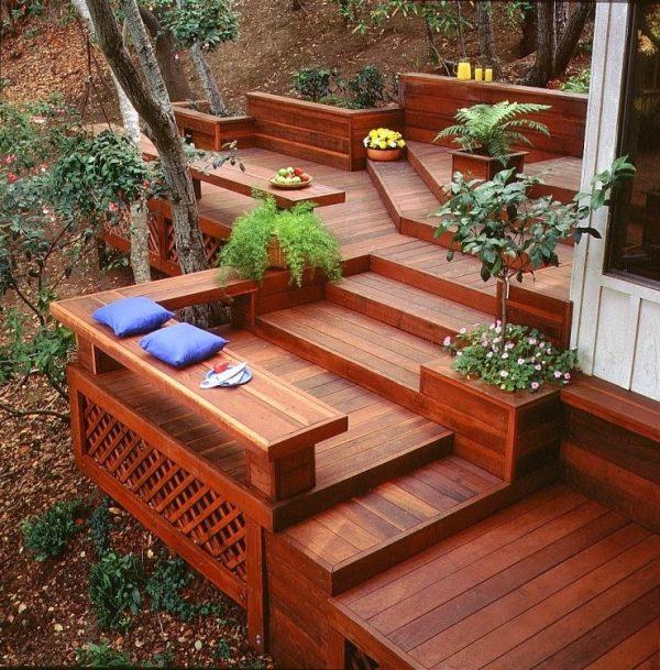 Установка балок и монтаж лаг деревянной террасы