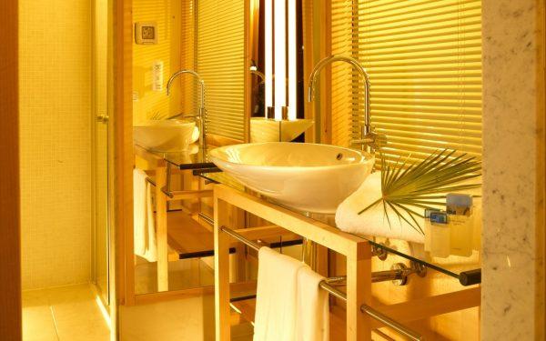 Использование обоев в ванной