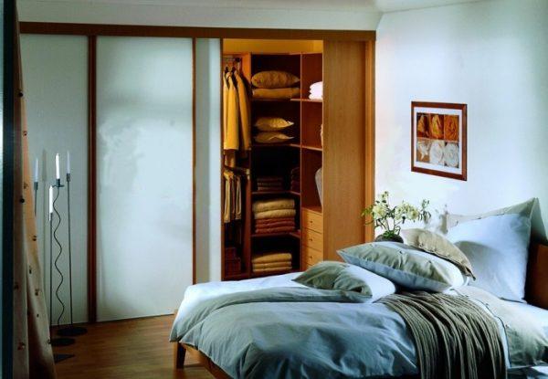 Раздевалка комната в спальне