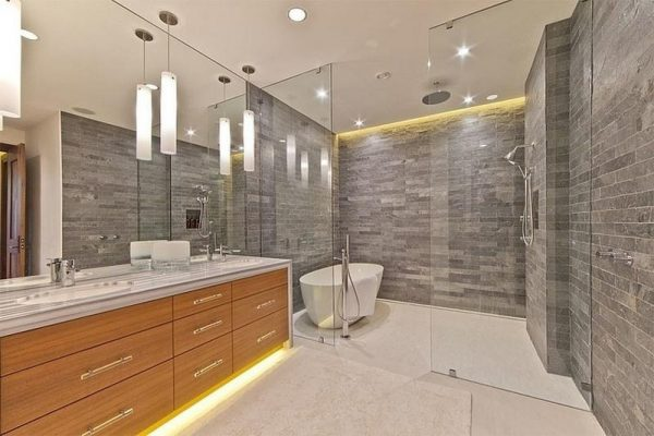 Эффектное освещение в ванной