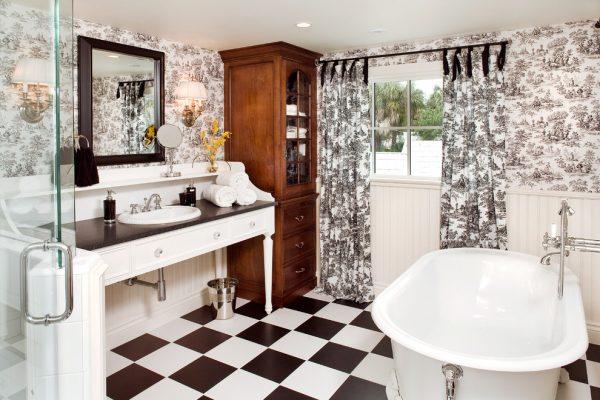 Контрасты черного в ванной
