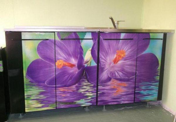 Фотообои для реставрации старого шкафа