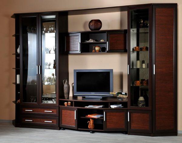 Что выбрать: импортную или отечественную стеклянную мебель?
