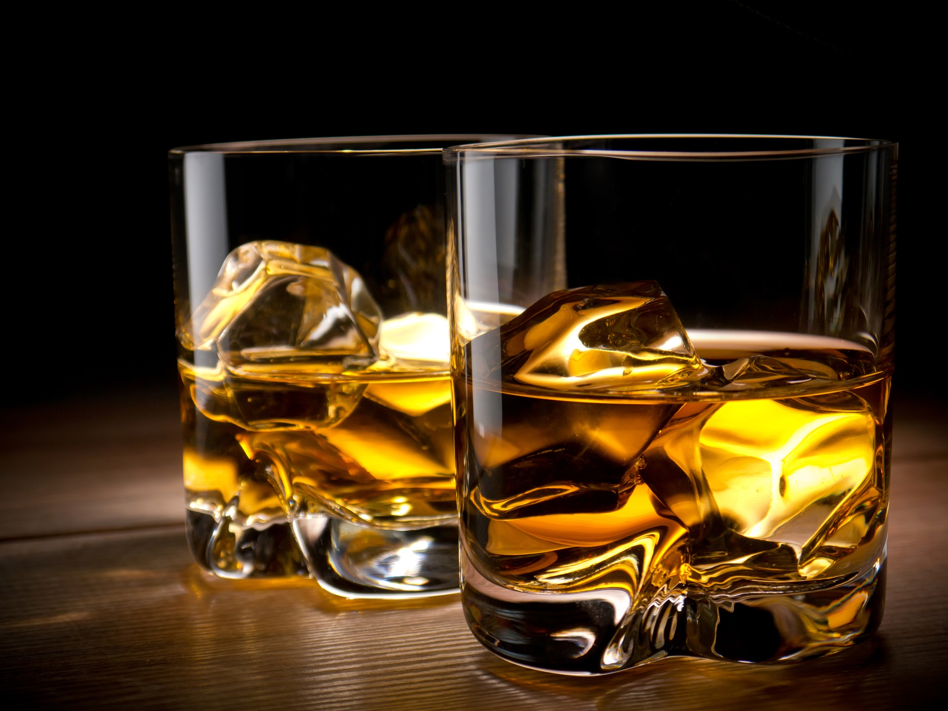 whiskey cups ice